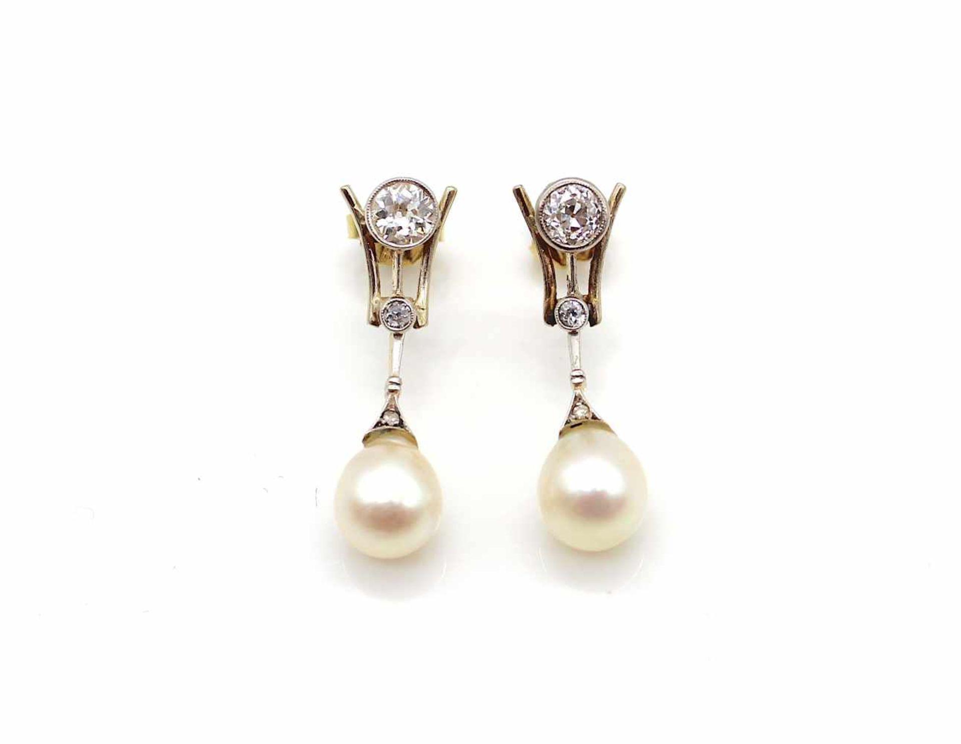 Los 10 - 1 Paar Ohrringe 585 Gold mit je einer Zuchtperle und je 2 Diamanten Altschliff je ca. 0,37 ct.,