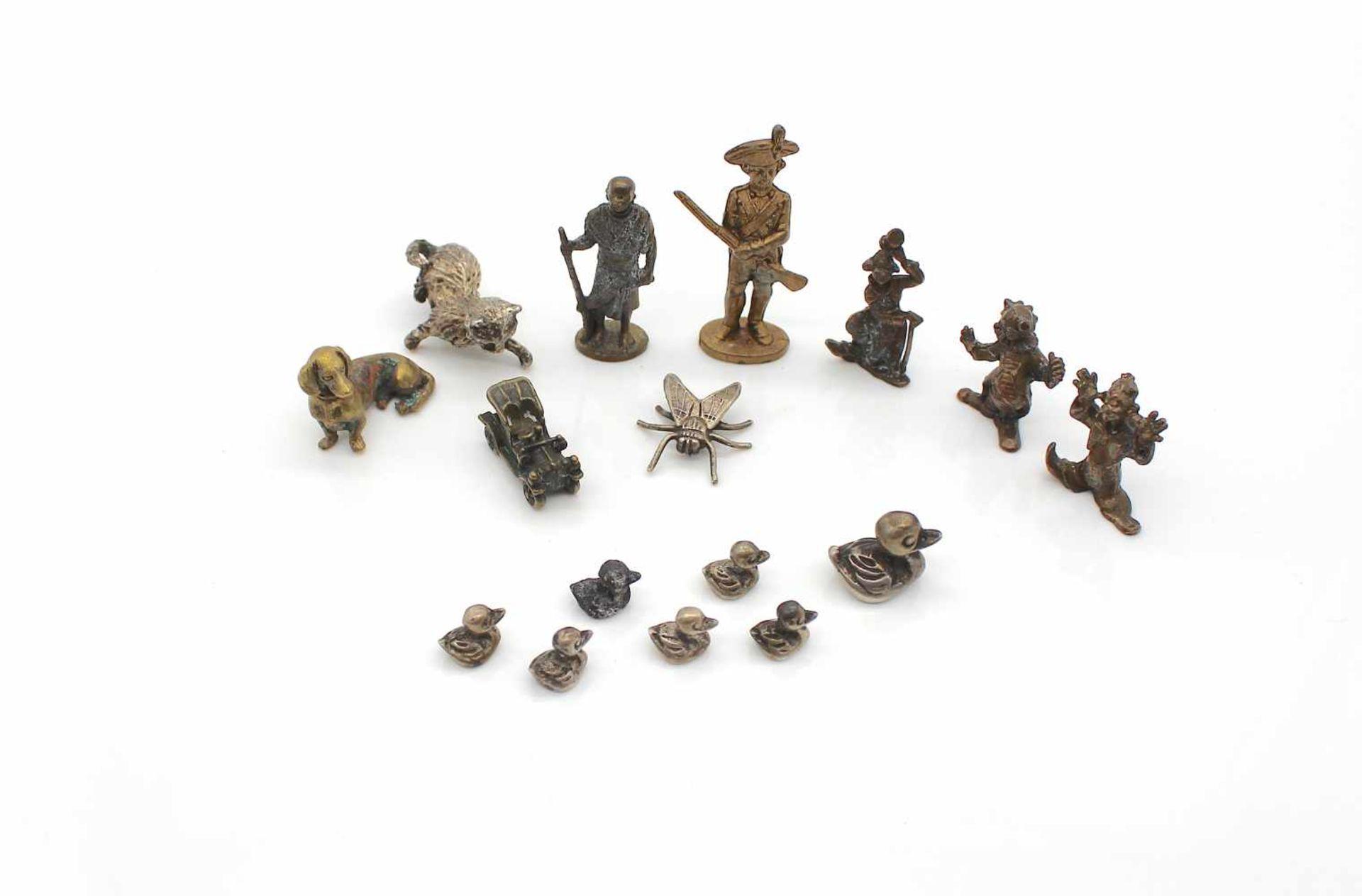 Los 37 - 15 kleine Metallfiguren teils Silber