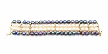 4 reihiges Armband mit schwarzen und weißen Zuchtperlen, Schloß und Stege geprüft auf 585 Gold mit