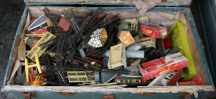 Lot 104 - A large quantity of 'OO' gauge railway items, mainly Hornby, to include rolling stock, track and