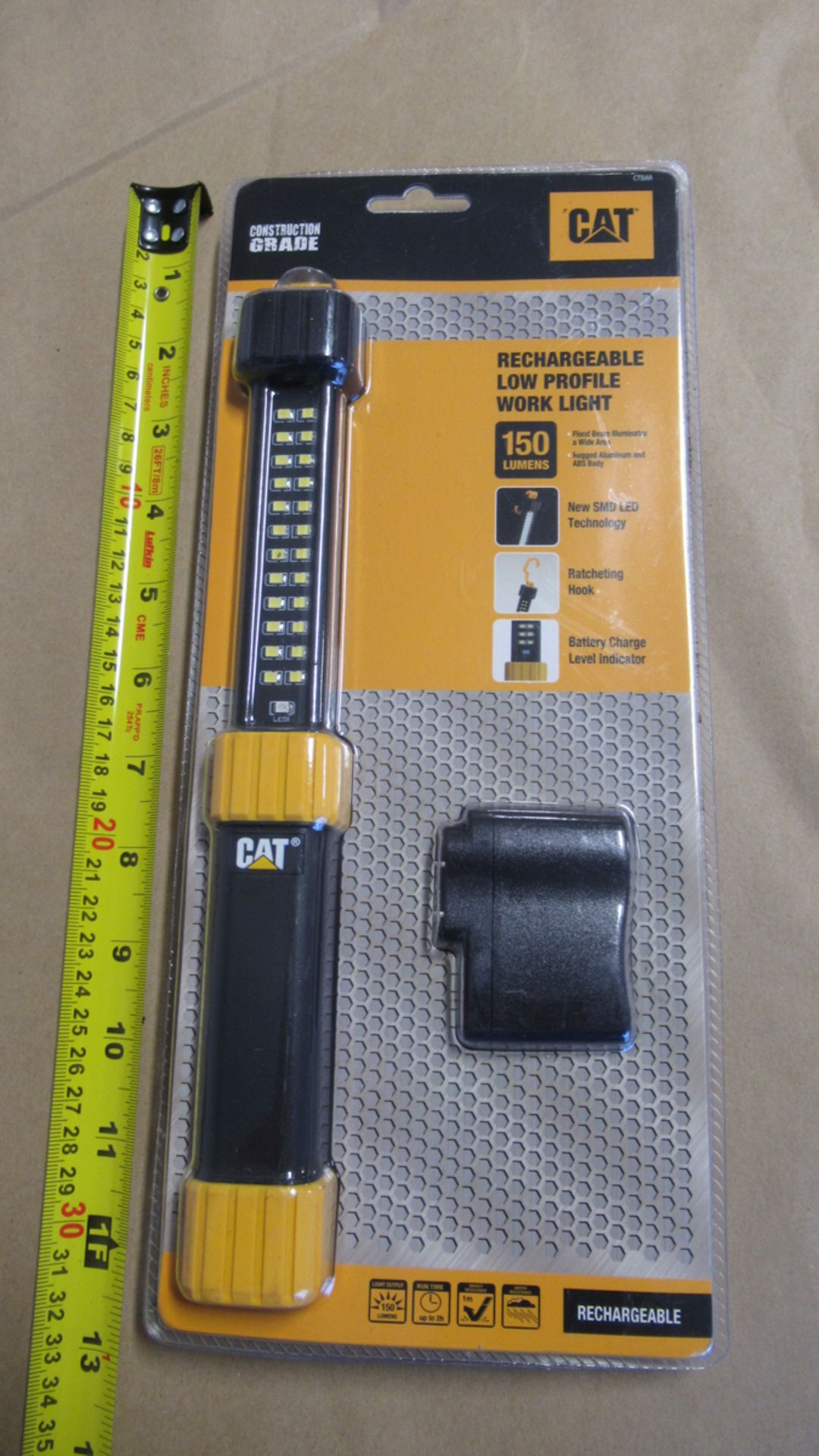 Lot 15 - LAMPE DE TRAVAIL RECHARGEABLE 150 LUMENS CAT CTBAR