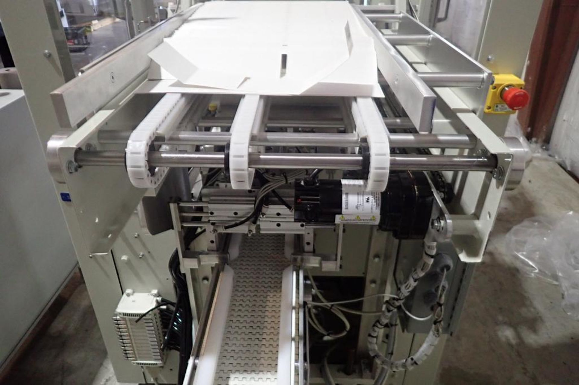 Lot 27 - Patriot Automation round carton belly bander/wrapper, SN 10038712, single lane, 17 in. wide carton