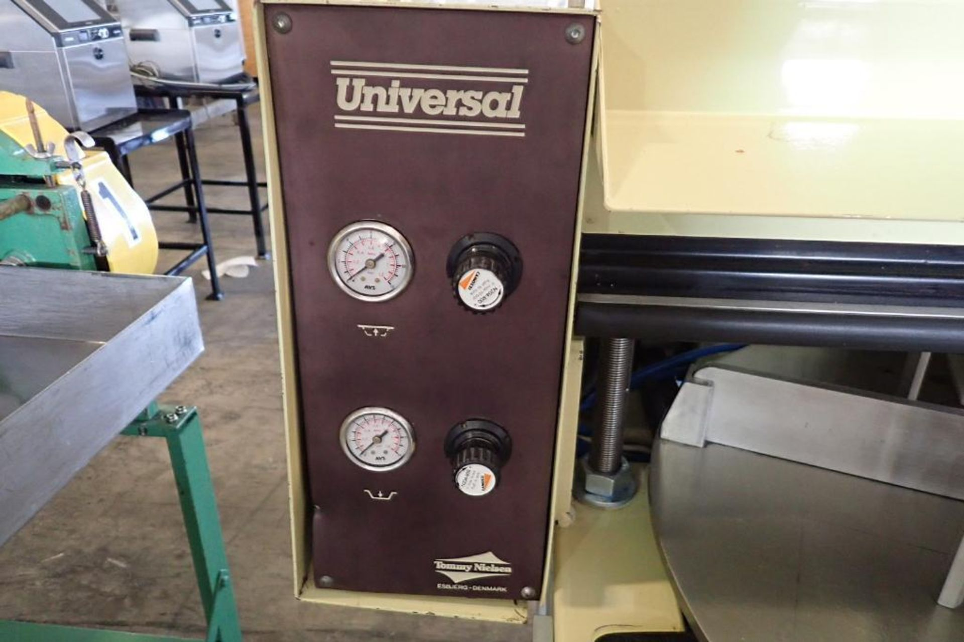 Lot 48 - 2005 Tommy Nielsen manual feed sealer, Model Universal 300FS, SN 880427 { Rigging Fee: $25}