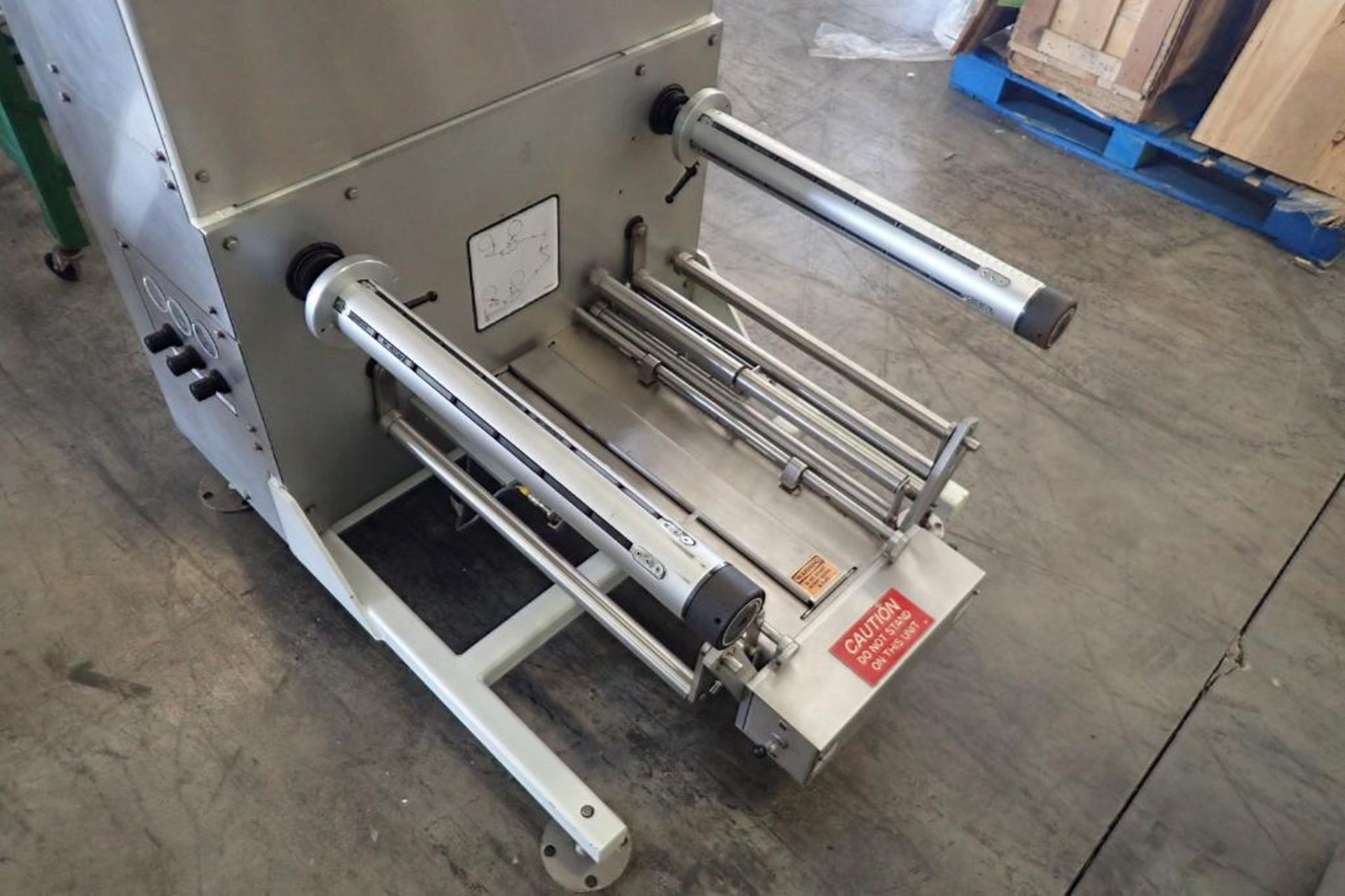 Lot 10 - 2006 Circle four sided pouch form-fill-seal horizontal wrapper, Model H22X8SX, SN 2123-1182, all
