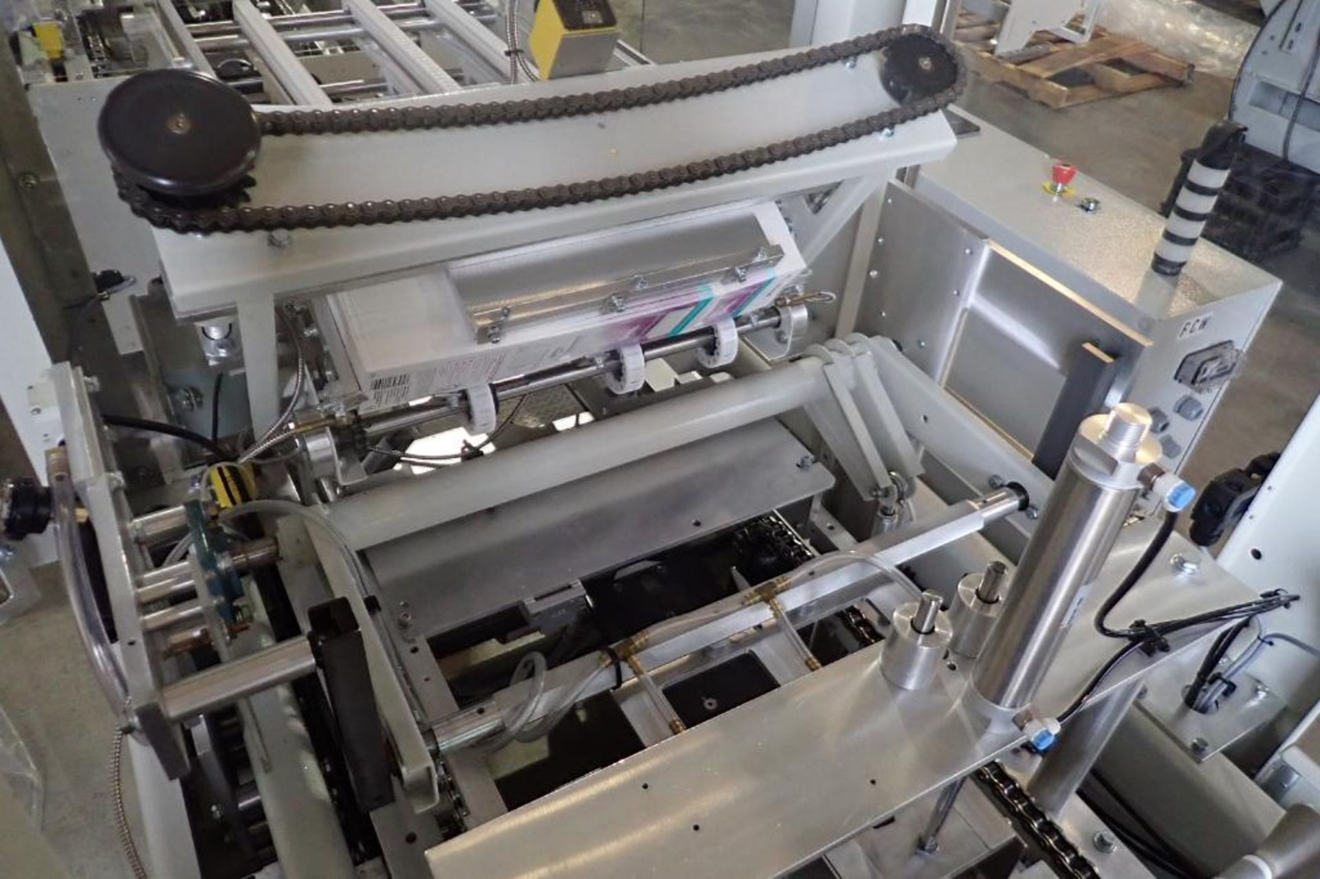 Lot 25 - Patriot Automation round carton belly bander/wrapper, SN 10038710, single lane, 17 in. wide carton
