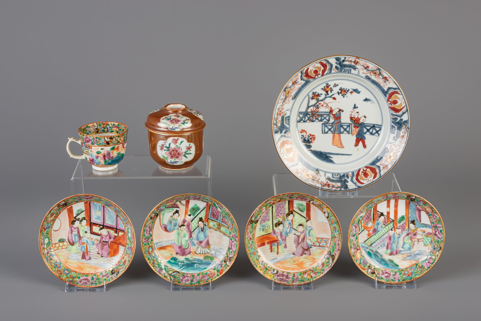 Lot 4 - A varied collection of Chinese porcelain, 18th/19th C.