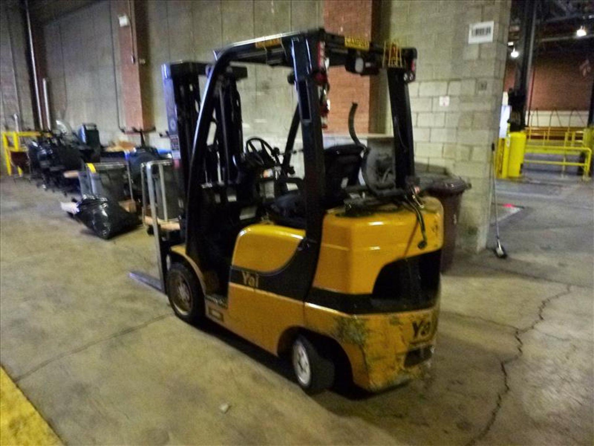 Yale fork lift truck, mod. GLC060VXNDAE085, ser. no. C910V01994N, LPG, 5500 lbs cap., 181 in. lift - Image 2 of 4