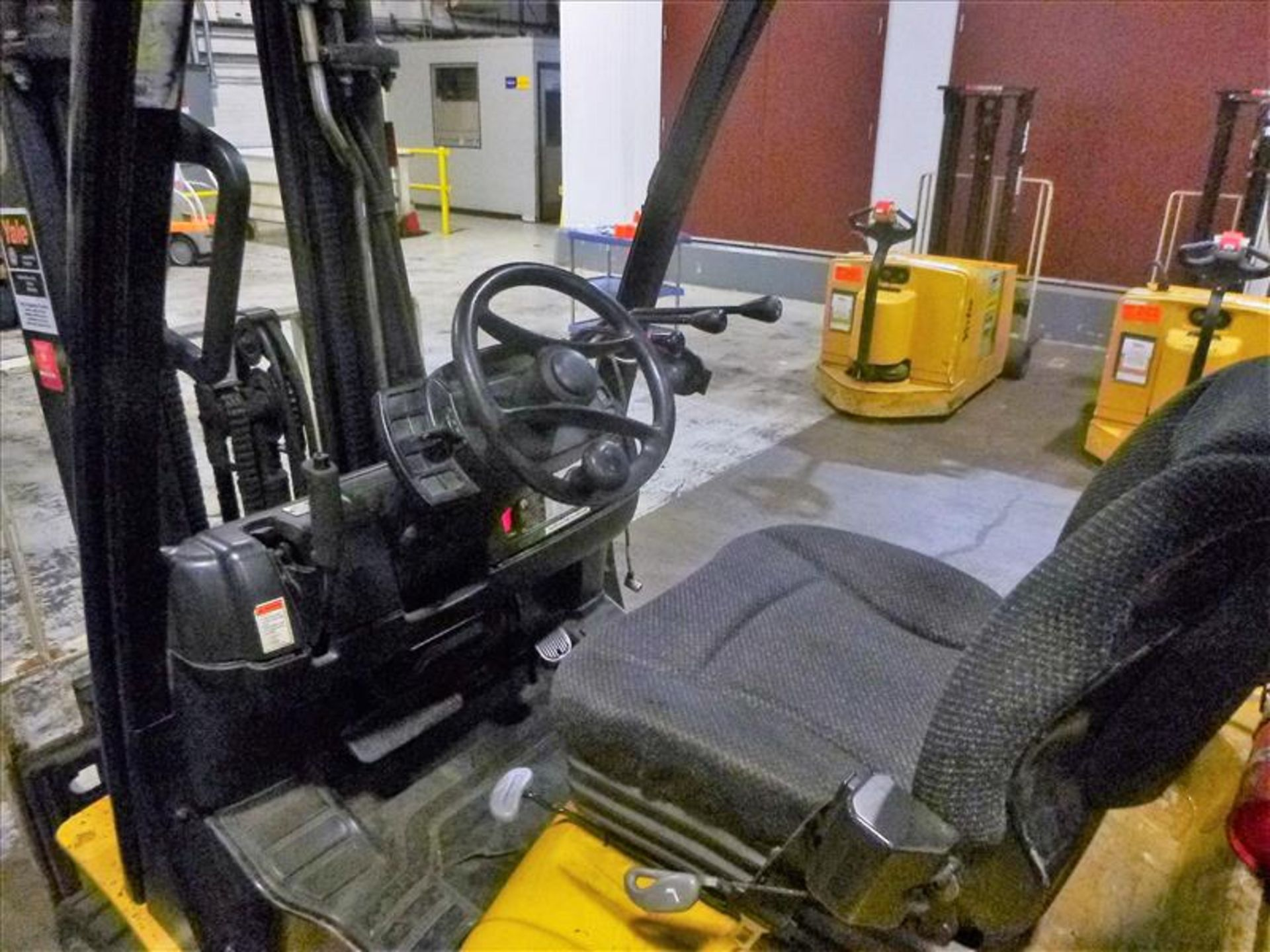 Lot 2007 - Yale fork lift truck, mod. GLC060VXNSEE085, ser. no. A910V14300G, LPG, 5500 lbs cap., 181 in. lift