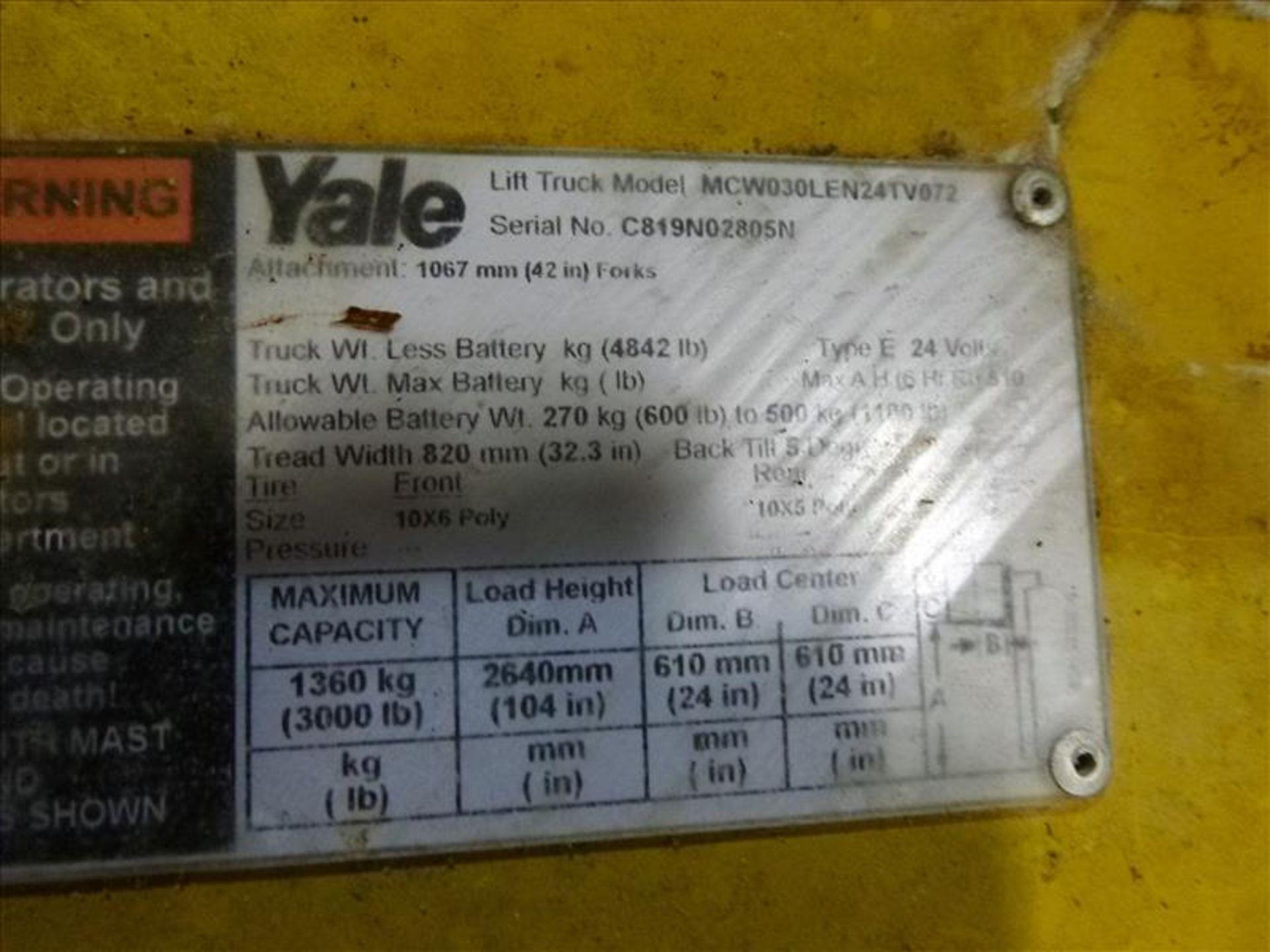 Lot 2021 - Yale walk-behind fork lift truck, mod. MCW030LEN24TV072, ser. no. C819N02805N, 24V electric, 3000