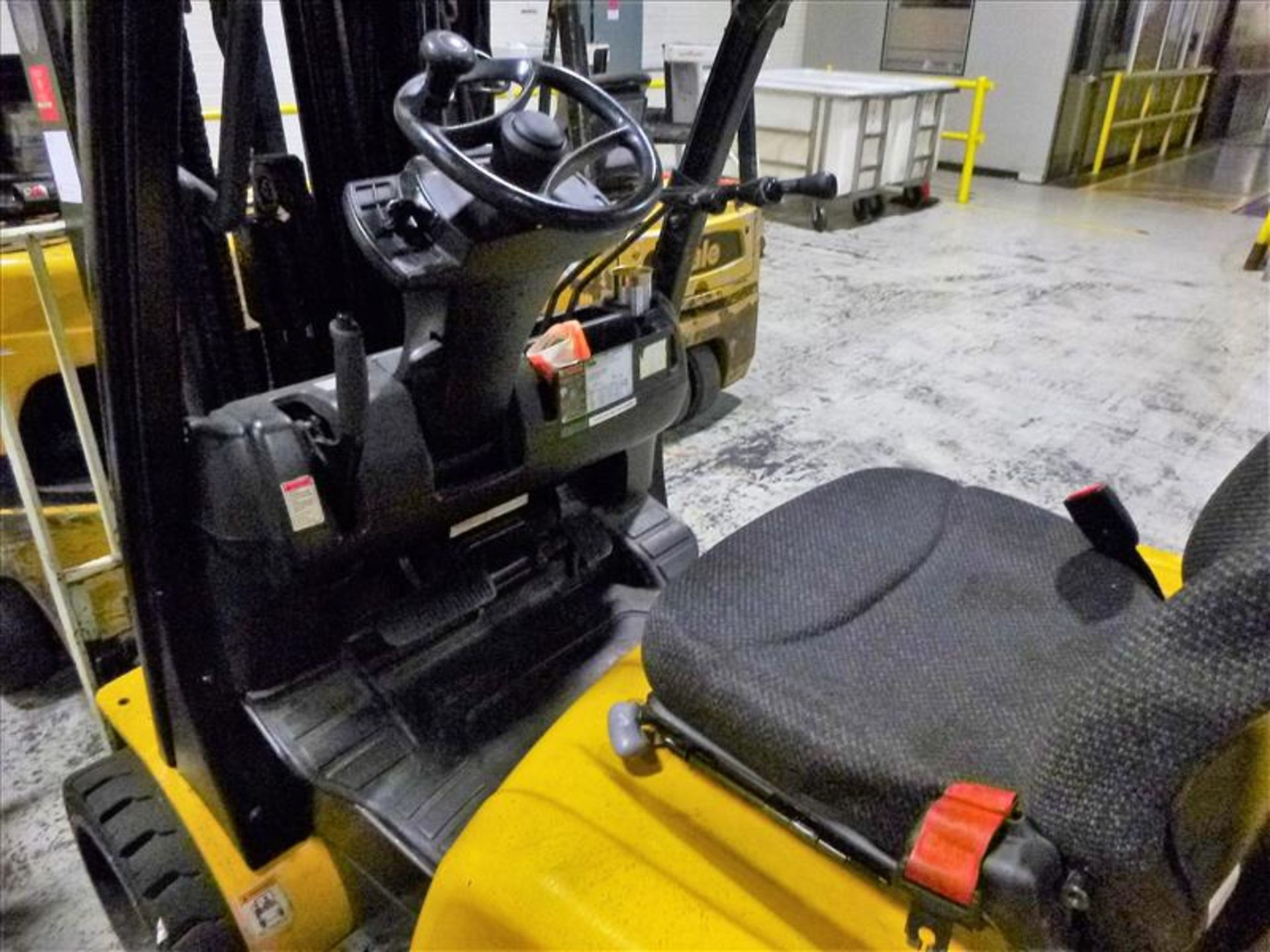 Yale fork lift truck, mod. GLC060VXNVSQ084, ser. no. A91V15562G, LPG, 4000 lbs cap., 240 in. lift - Image 3 of 4