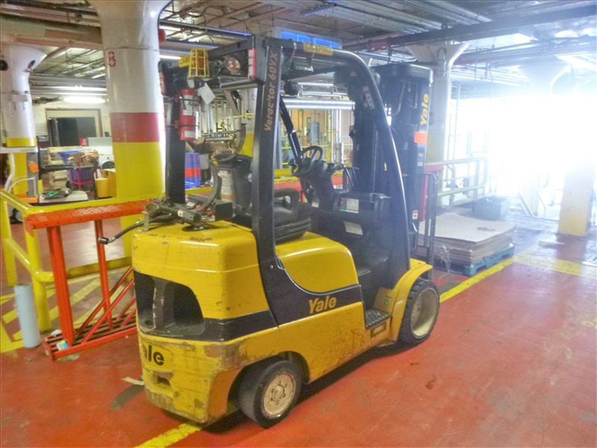 Lot 2001 - Yale fork lift truck, mod. GLC060VXNDAQ084, ser. no. C910V01937N, LPG, 4000 lbs cap., 240 in. lift