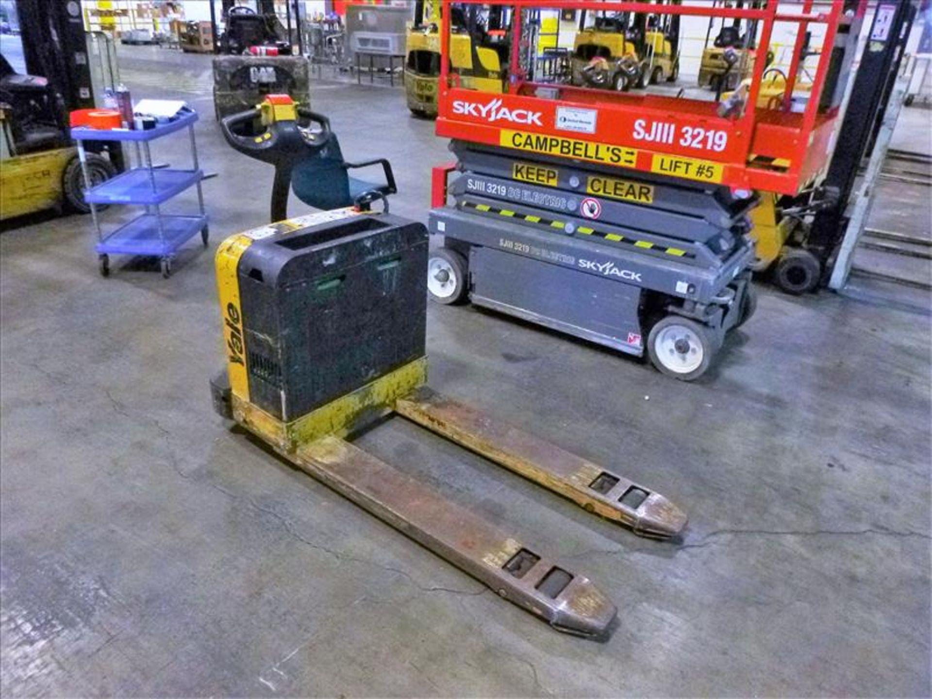 Yale walk-behind pallet truck, mod. MPB040EN24T2748, ser. no. B827N16579C, 24V electric, 4000 lbs - Image 2 of 3