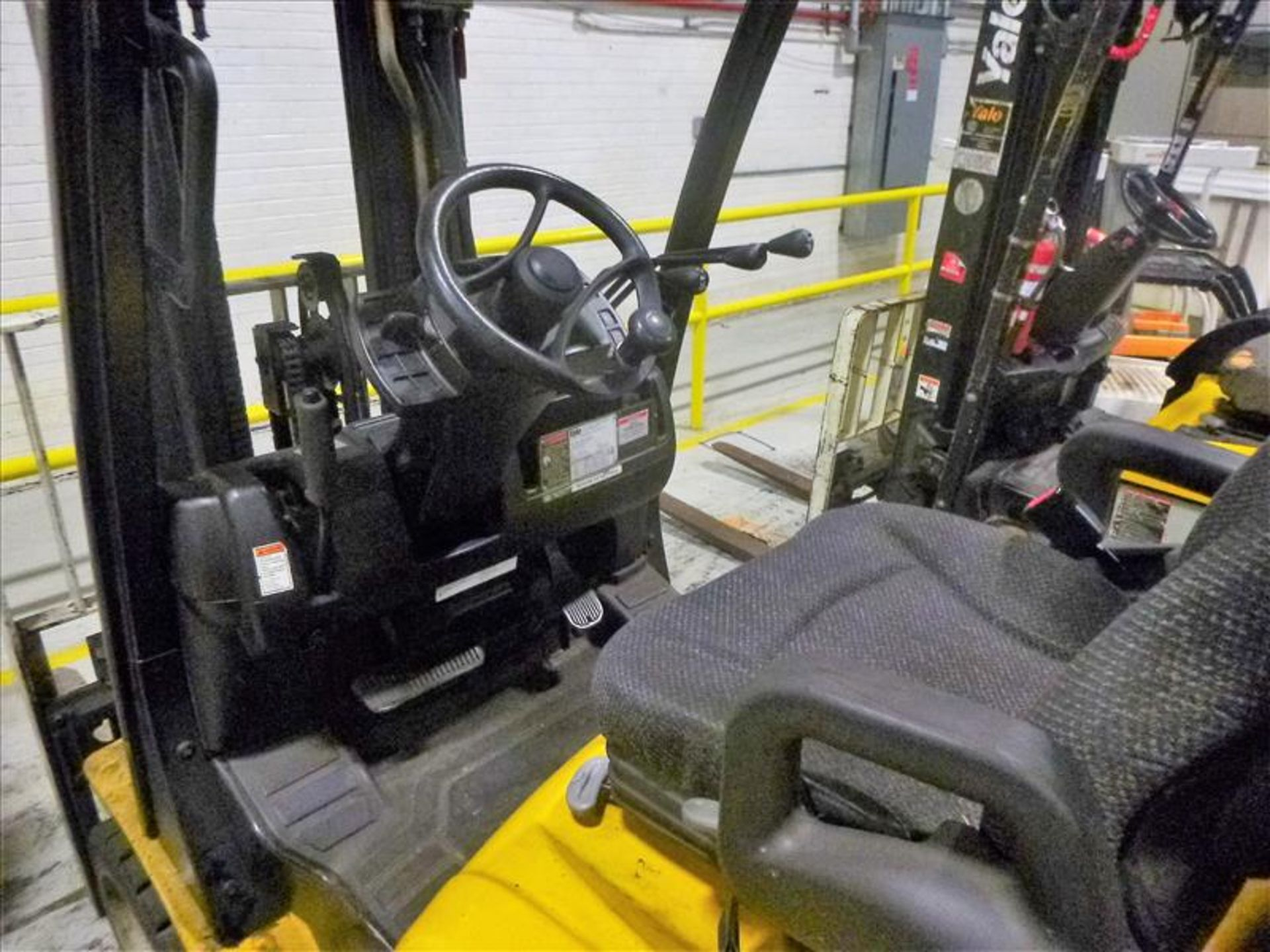 Yale fork lift truck, mod. GLC060VXNSEE085, ser. no. A910V23178L, LPG, 5500 lbs cap., 181 in. lift - Image 3 of 4
