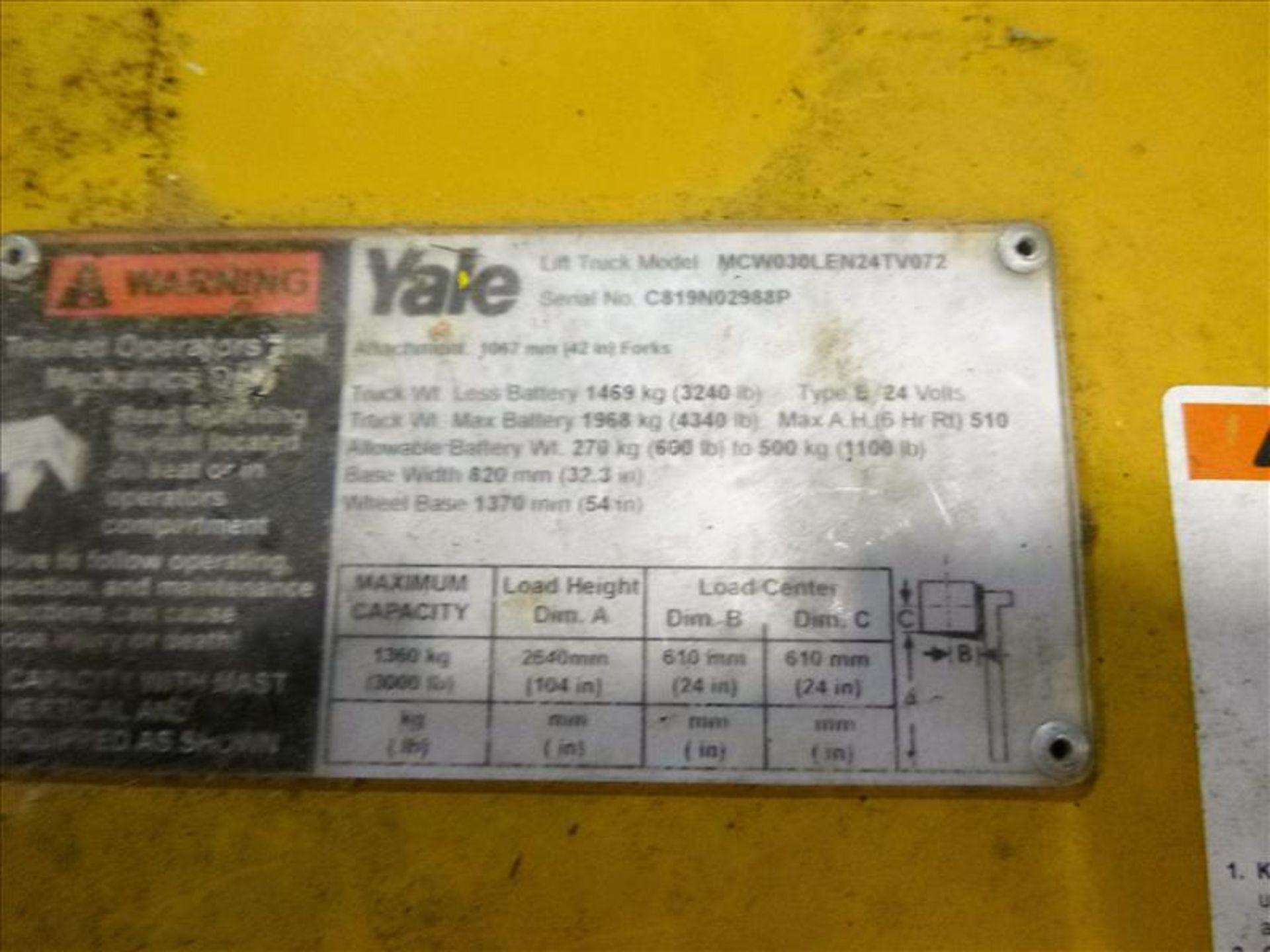 Lot 2022 - Yale walk-behind fork lift truck, mod. MCW030LEN24TV072, ser. no. C819N02988P, 24V electric, 3000