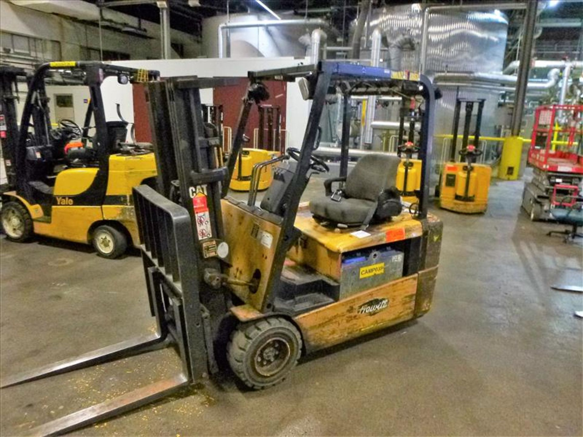 Lot 2020 - Caterpillar fork lift truck, mod. EC20KT, ser. no. ETB5A50660, 48V electric, 3750 lbs cap., 159