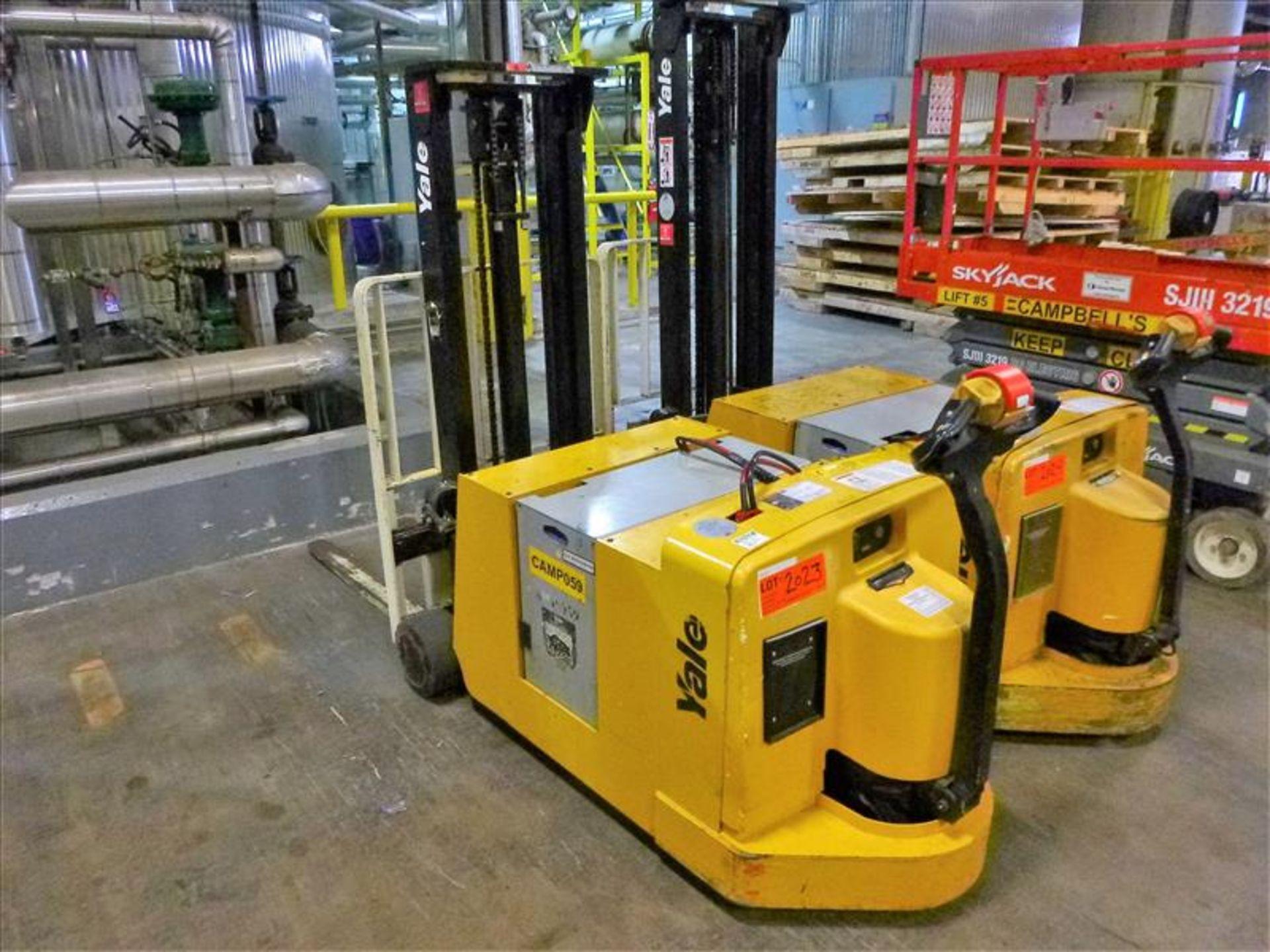 Yale walk-behind fork lift truck, mod. MCW030LEN24TV072, ser. no. C819N02806N, 24V electric, 3000