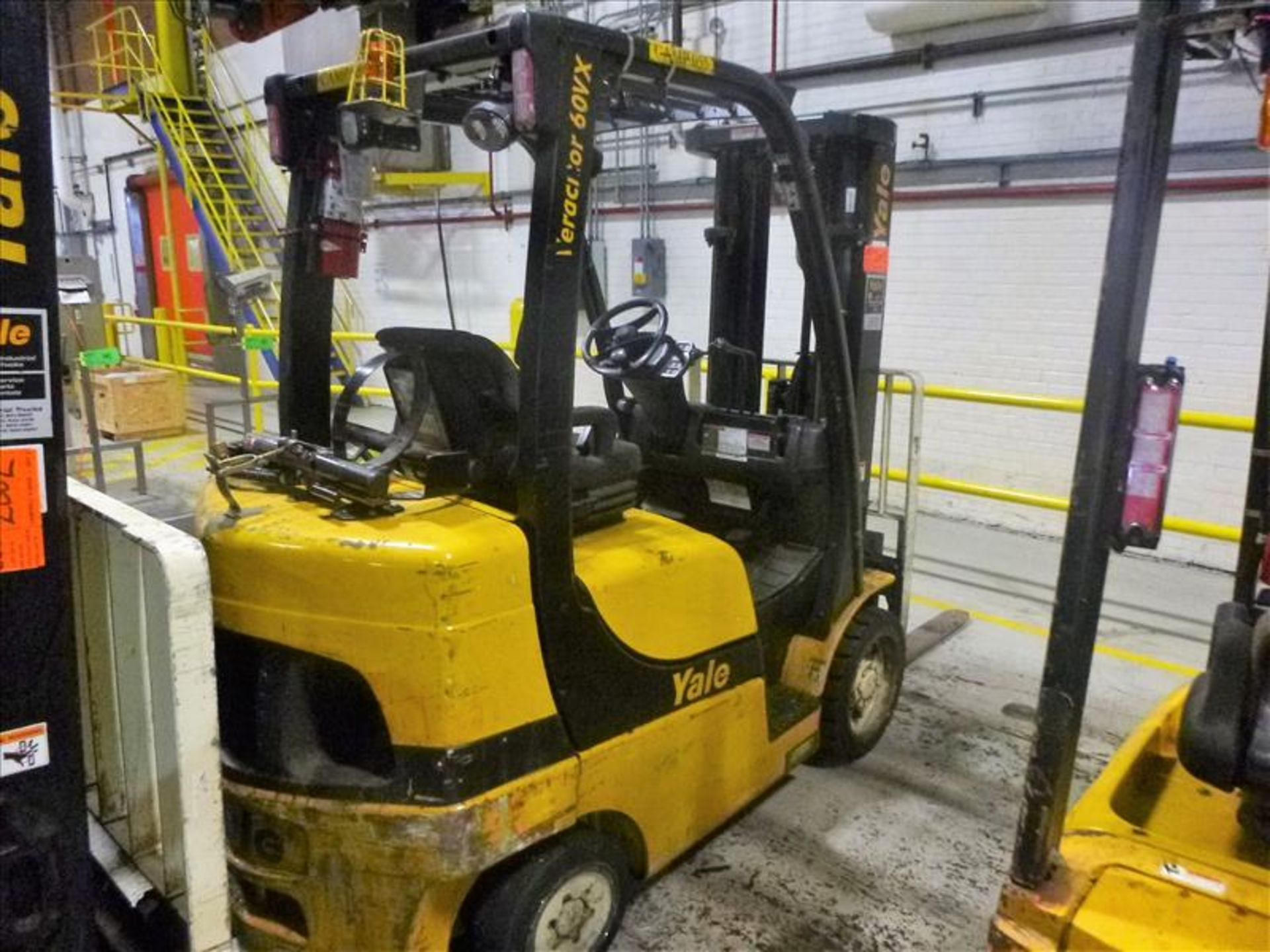Yale fork lift truck, mod. GLC060VXNSEE085, ser. no. A910V23178L, LPG, 5500 lbs cap., 181 in. lift - Image 2 of 4