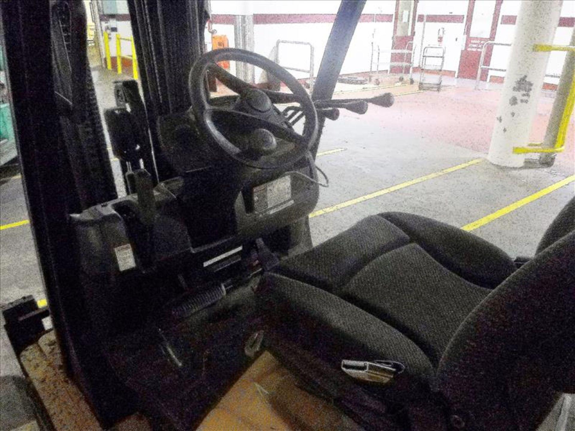 Lot 2003 - Yale fork lift truck, mod. GLC060VXNVSQ084, ser. no. A910V21260K, LPG, 4000 lbs cap., 240 in. lift