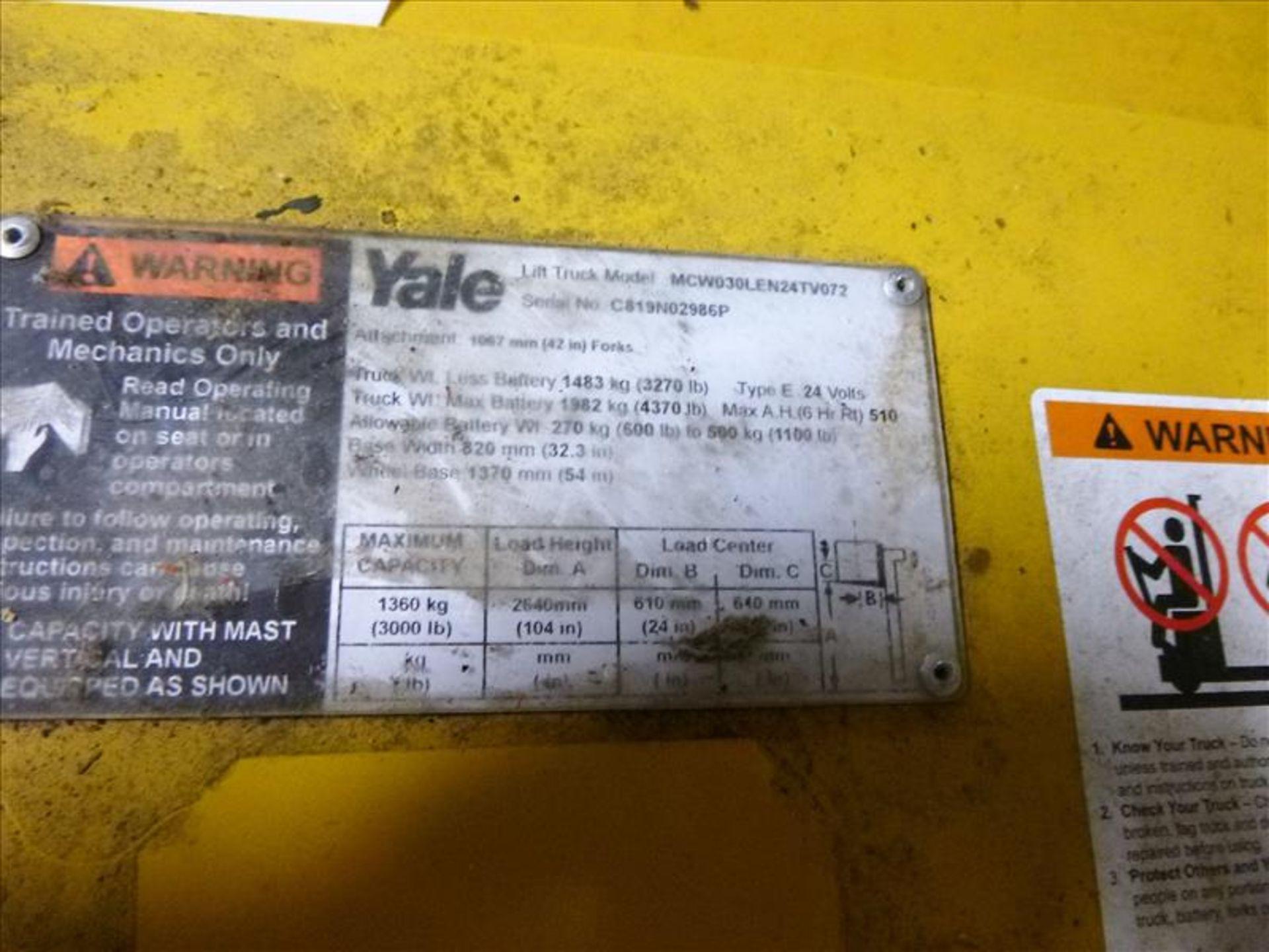 Lot 2025 - Yale walk-behind fork lift truck, mod. MCW030LEN24TV072, ser. no. C819N02986P, 24V electric, 3000