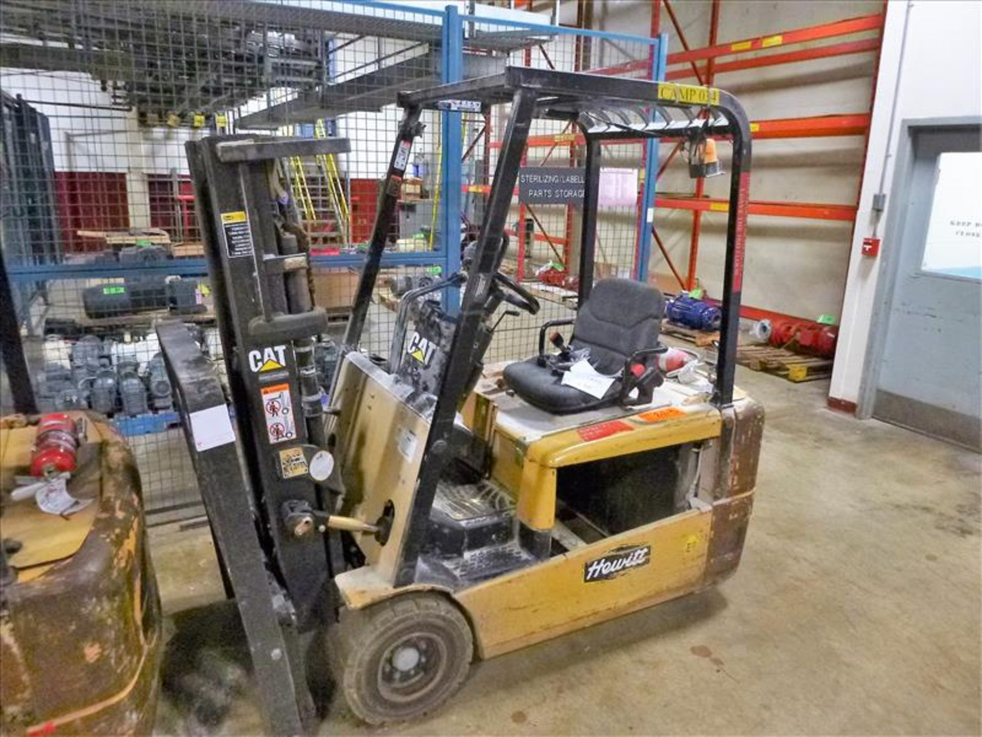 Lot 2020B - Caterpillar fork lift truck, mod. EC20KT, ser. no. ETB5B52166, 48V electric, 3750 lbs cap., 159