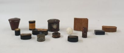 A quantity of trinket boxes, to include a papier mache example decorated and gilded silver with