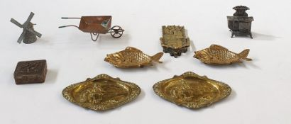 A quantity of brass and metalware, to include miniatures, brass plaques, salt and pepper shakers and