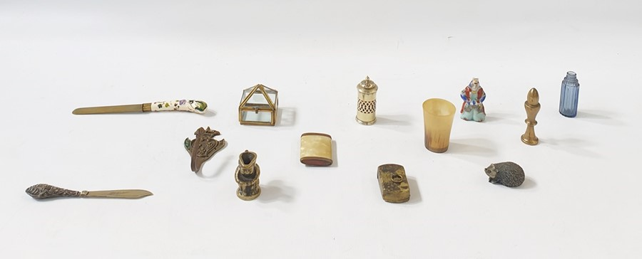 Lot 319 - Assorted group of wares, to include:- a silver plated and glass salt shaker, a carved horn