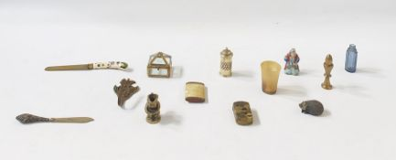Assorted group of wares, to include:- a silver plated and glass salt shaker, a carved horn