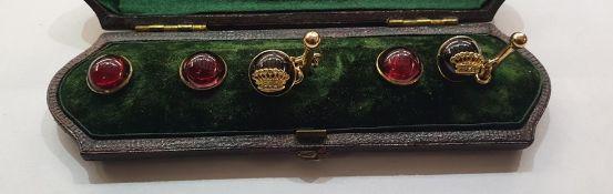 Set of gold and cabochon garnet dress studs and cufflinks, the pair cabochon garnet cufflinks each