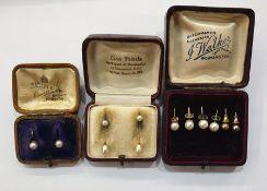 Pair cultured pearl stud earrings, pair faux pearl pendant drop earrings, gold coloured metal in