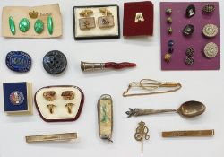 Large quantity of brooches, badges, cufflinks, etc (2 boxes)