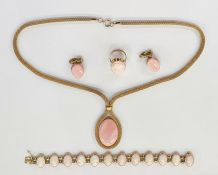 Gold-coloured metal and cameo braceletset with 12 oval pink female portrait cameos, indistinctly