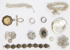 Quantity costume jewelleryto include large modern silver-coloured pendant, diamante stylised