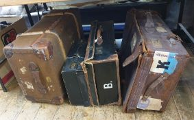 Various vintage casesincluding a large leather travelling trunk with P&O labels Oriental line, a
