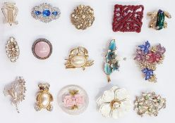 Quantity of mid 20th century and later costume jewellery brooches and pairs large decorative clip-on