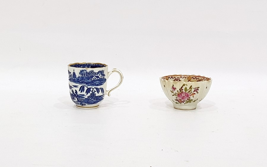 """Lot 45 - 18th century Caughley china cup, fluted, with underglaze blue """"Pagoda"""" pattern decoration and a late"""