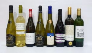 Eight bottles of assorted white wine to include Chateau des Perligues Graves 2014 and Le Grand