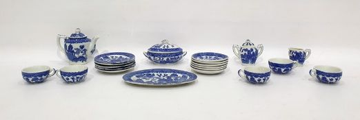 "Japanese doll's porcelain teaset ""Willow"" pattern, decorated in underglaze blue"