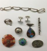 Banded agate circular brooch, pair silver horses' head cufflinksand a small quantity of costume