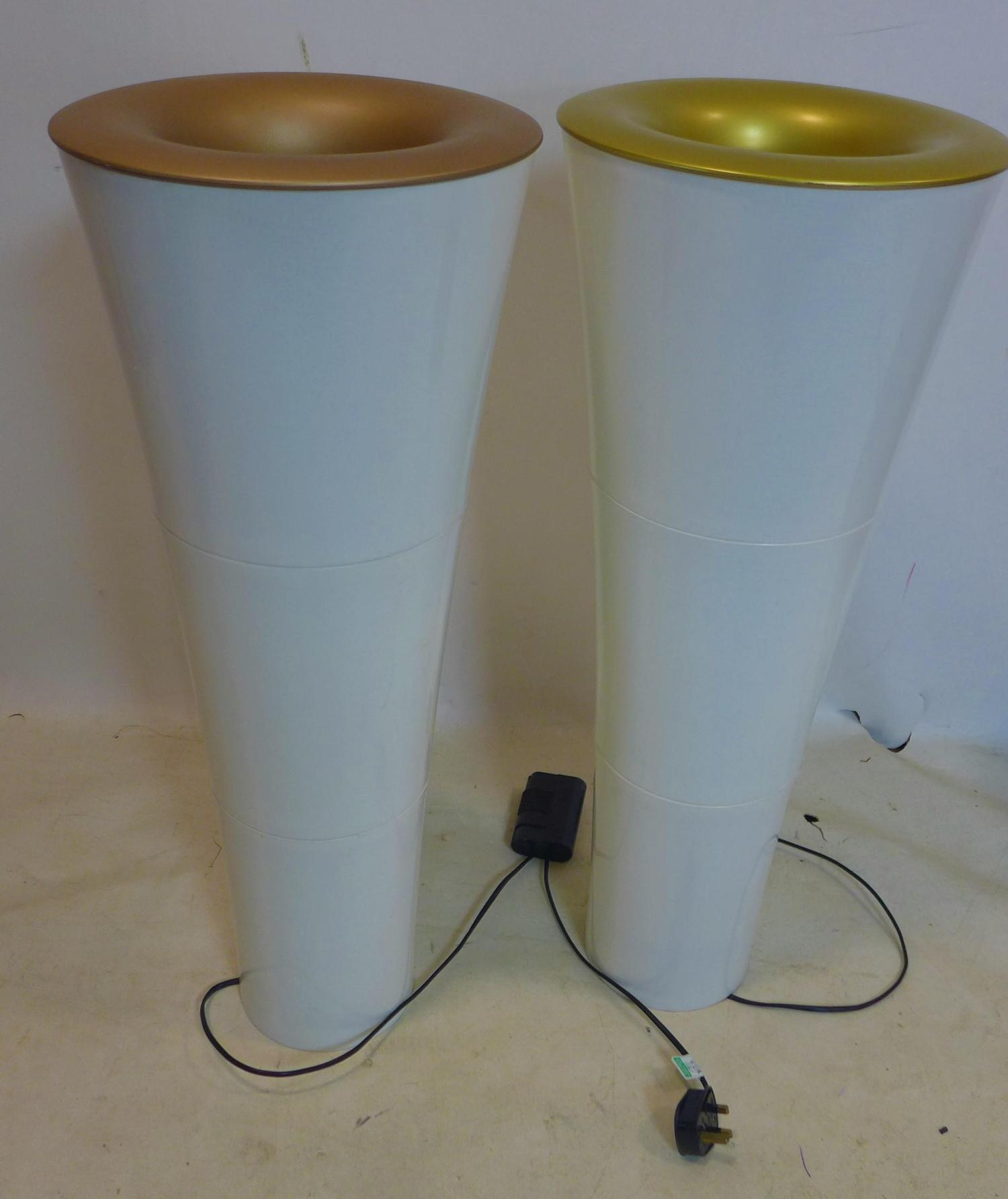 Lot 533 - A pair of contemporary uplighting lamps, H.79cm