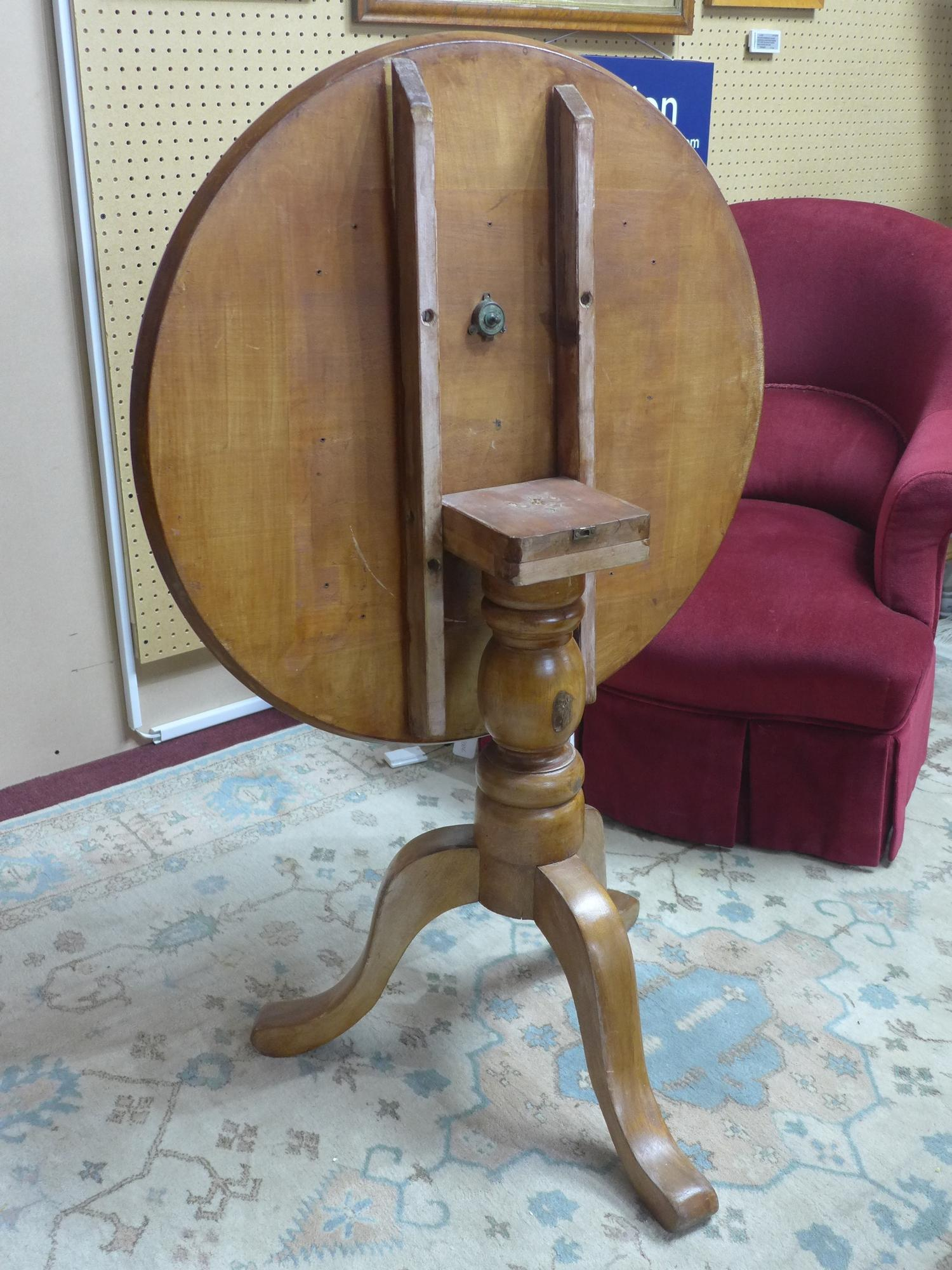 Lot 215 - An early 20th century mahogany tilt top occasional table, the circular top on baluster turned