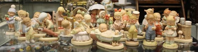 "24 div. Porzellanfiguren ""Memories of Yesterday"", Lucie Atwell Ltd., ca. H-15cm."