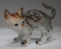 stehende Katze, bemalt, H-9 cm. L-13 cm