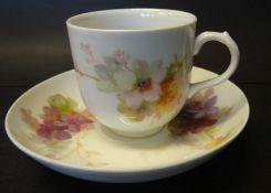 """Kaffeetasse mit U.T. """"KPM"""" Berlin, florales Dekor, älte"""