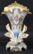 Biedermeier-Vase, Rosen-und Golddekor, H-25 cm, B-16 cm, kurzer Brandriss unten- - -22.61 % buyer'