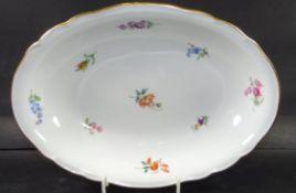 """ovale Schale """"Meissen"""" Streublümchen, 1.Wahl, H-5 cm, 26x19 c- - -22.61 % buyer's premium on the"""