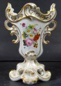 kl. Biedermeier-Vase mit Blumenmalerei und Goldstaffage, H-15 cm, B-9 cm- - -22.61 % buyer's premium