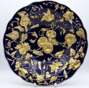 """Prunkteller """"Meissen"""", blau mit Goldstaffage,Schwertermarke im Boden,H-5,5cm,d-28,0cm,Gold berieben-"""