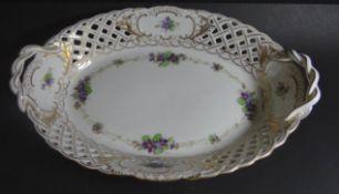 """ovale Henkelschale """"Meissen"""" Durchbruchrand, Veilchen, 1.Wahl, H-5 cm, 26x18 cm- - -22.61 % buyer'"""
