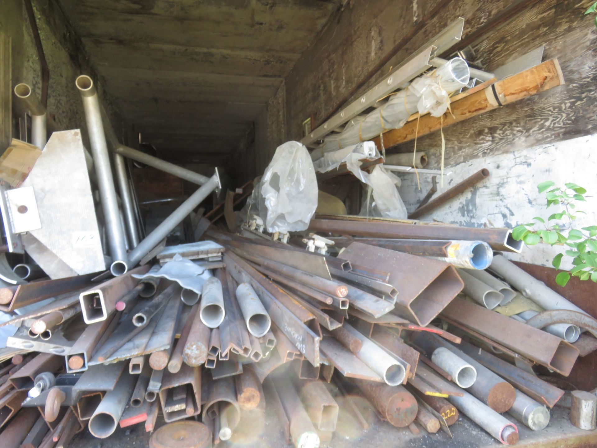 Lot 103 - LOT - ALUMINUM STEEL ANGLE TUBE + ACCESSORIES (IN TRAILER)